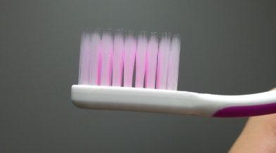 Опасности зубных щеток